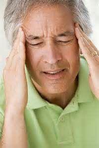 Ацетилсалициловая кислота препарата совместно с алкоголем оказывает воздействие на нервную и эндокринную систему, человек ощущает звон в ушах