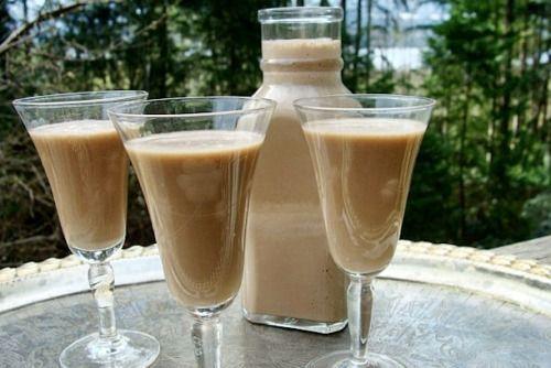 Foto bomashnego Bayliss s kondenzovaným mlékem