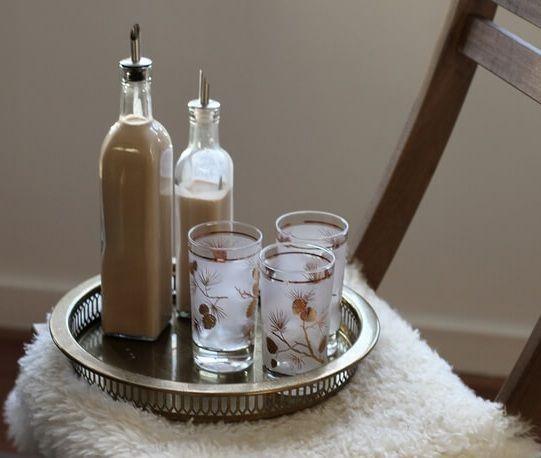 Foto kávového likéru s kondenzovaným mlékem