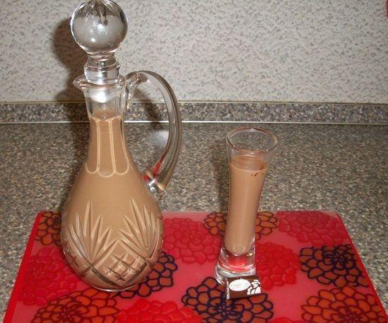 foto vaječný likér s kondenzovaným mlékem