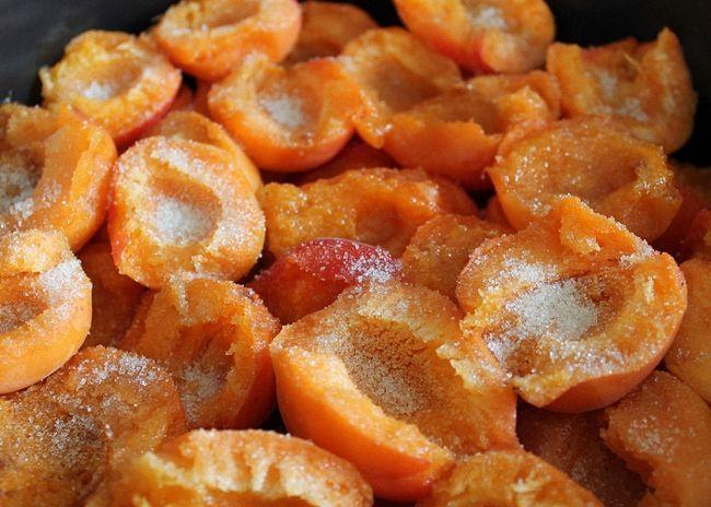 Meruňky vyplnit s cukrem