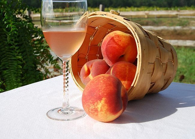 Peach víno s medem a kořením