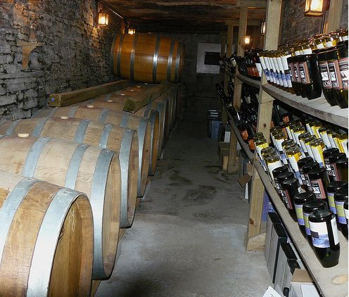 Все вина хранятся при температуре погреба 12-14 градусов.