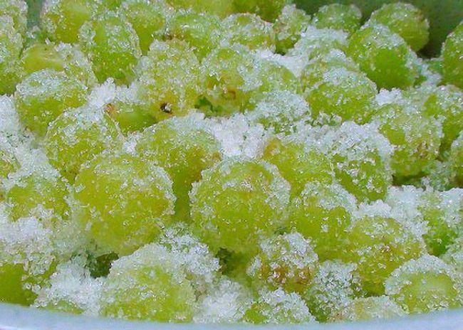 Podsjeti banke grožđe interspersing slojeva šećera