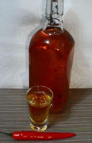 фото домашней настойки с медом и перцем