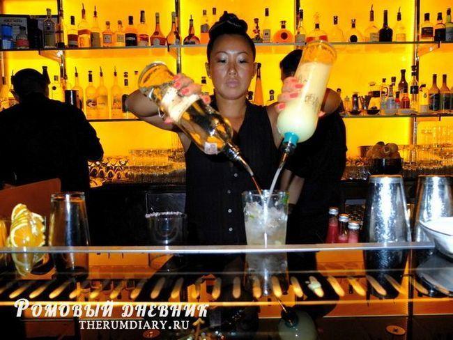 За баром только девушки